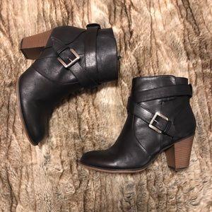 Nine West Heeled Zip-Up Booties